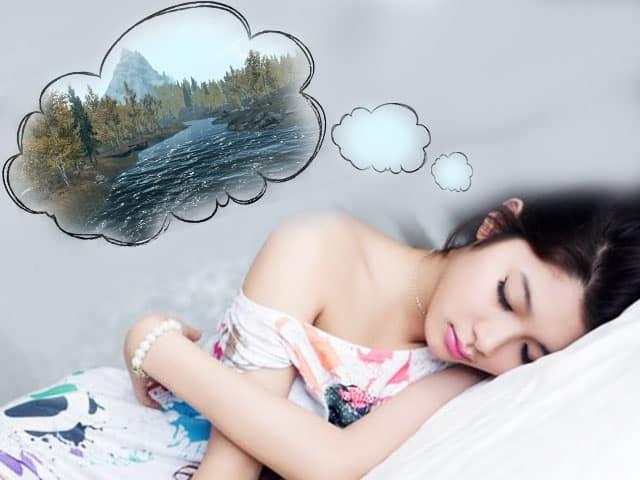 До чого сниться купатися в річці по сонникам Хассе, Фрейда, Менегетті, Ванги