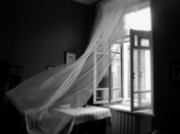 До чого сниться вікно розбите, брудне, відкрите та інші) – тлумачення сну за даними різних сонників, в тому числі Міллера