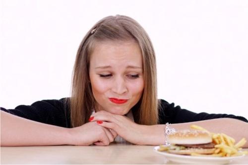Експерти назвали природні способи знизити апетит